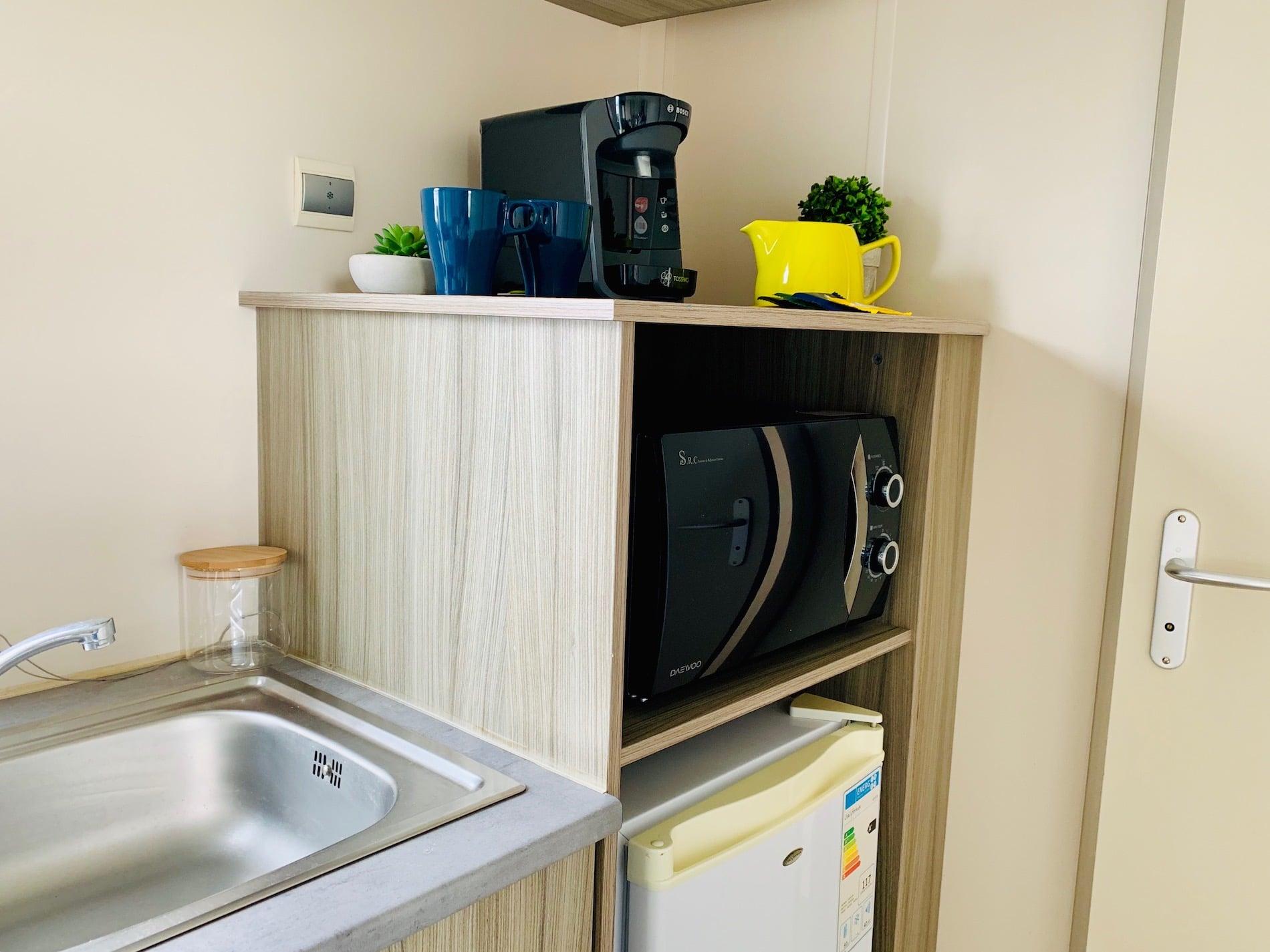 MOBIL HOME CAMPING PORT BLANC DINARD EQUIPEMENTS FRIGO MICRO ONDES