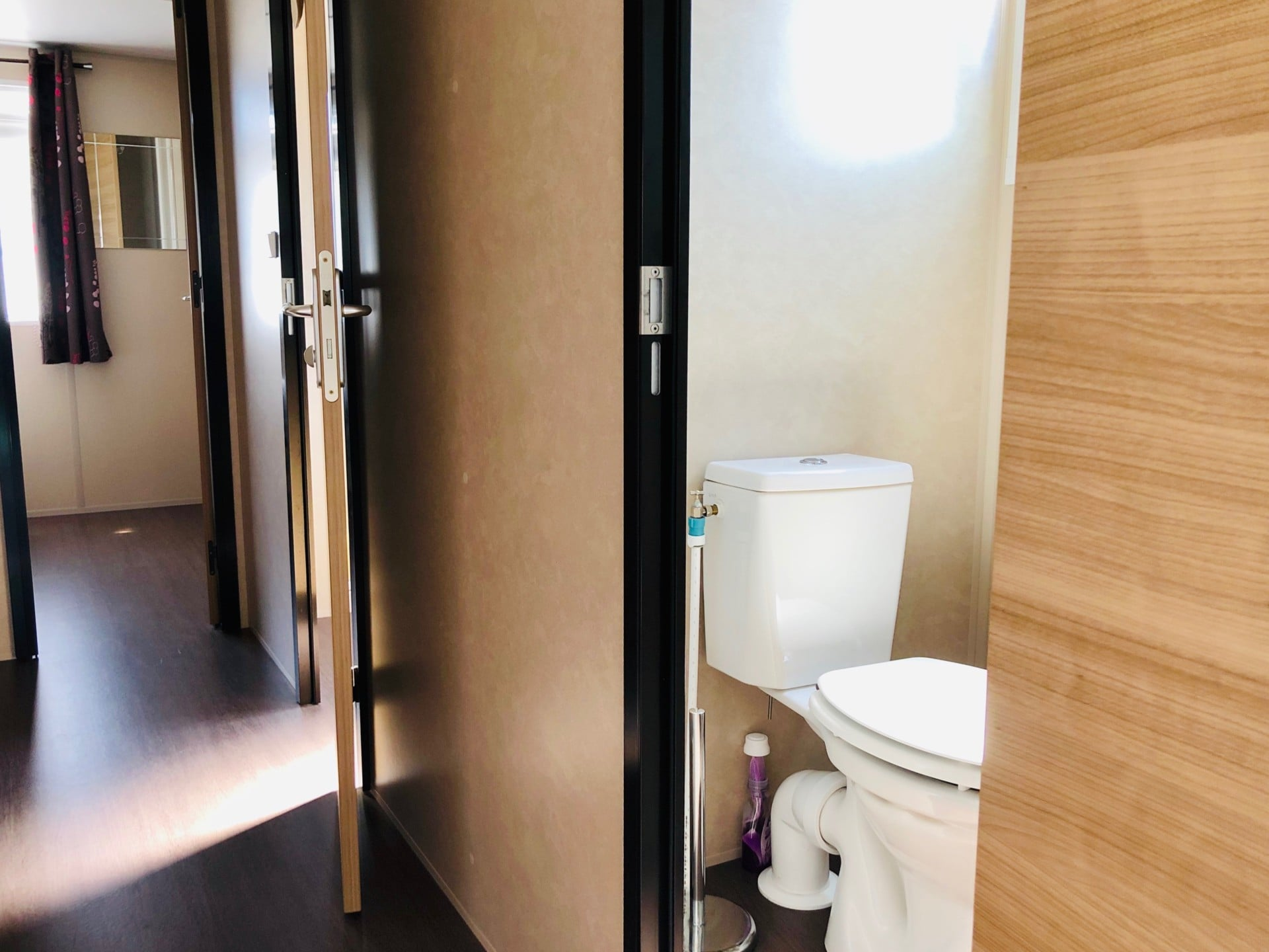 MOBIL HOME 9 CAMPING PORT BLANC DINARD COULOIR WC