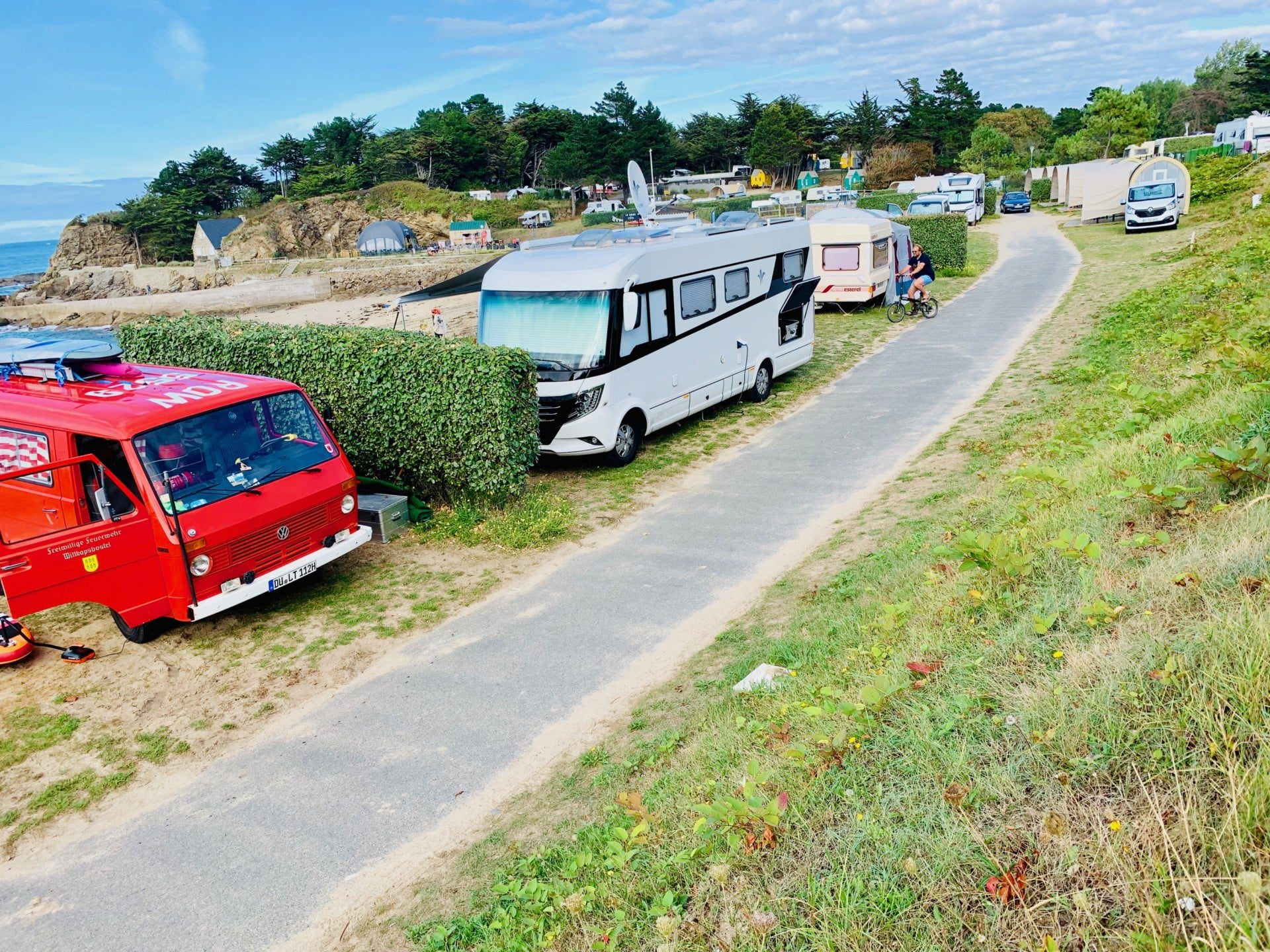 camping-car-plage-soleil-emplacement-pitch