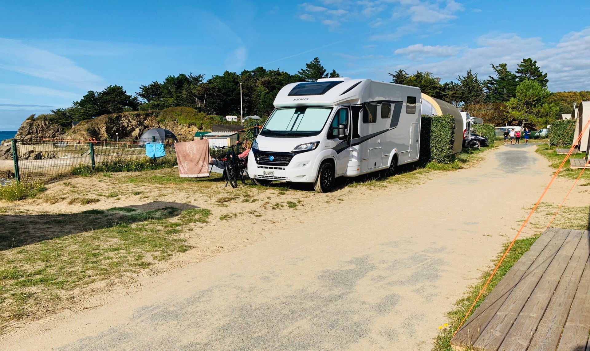 camping-car-sable-soleil-emplacement-pitch