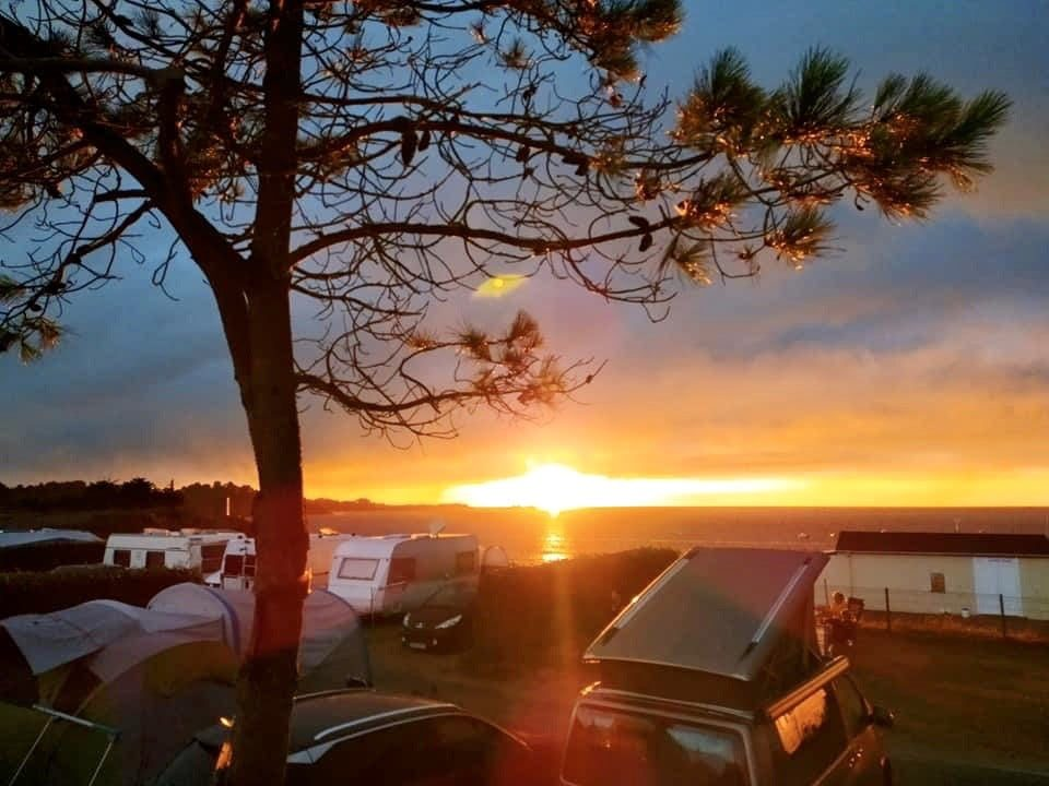 coucher-du-soleil-camping-port-blanc-dinard-campingcar