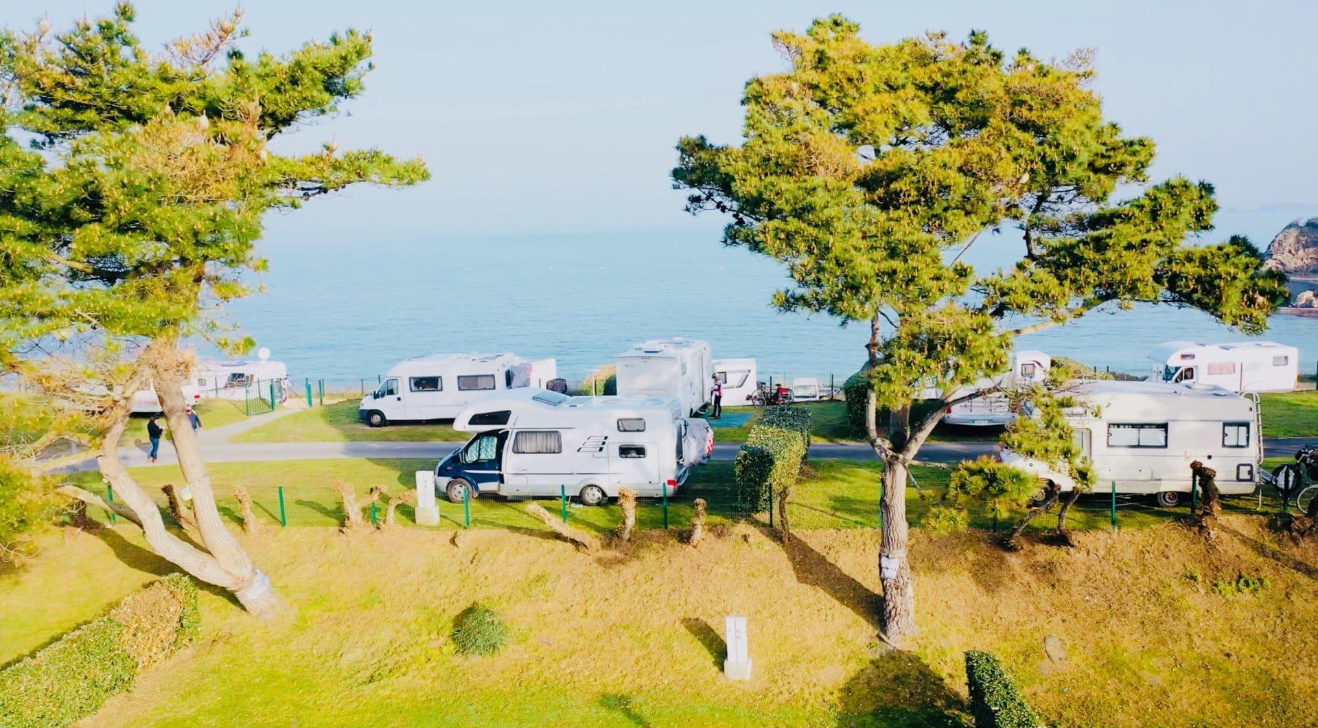 Camping-Port-Blanc-DINARD-Vue-Mer-1-1