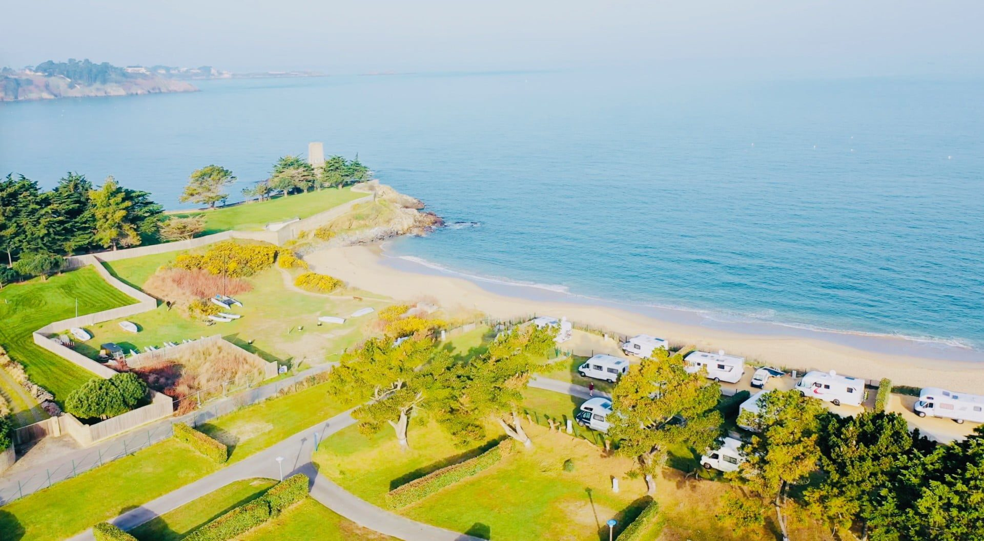 Camping-Port-Blanc-DINARD-Vue-Mer-acces-direct-plage